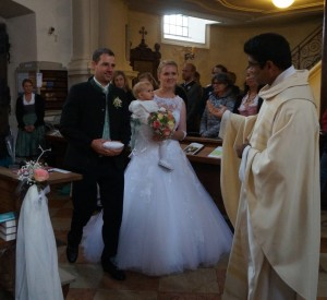 Hochzeit Christiane mit Leni und Ludwig Strohmayer mit Pater Joshi 05.10.2019