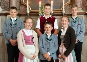 Oben von links: Hansi Messerer, Seppi Beyer und  Jonas Rappel; unten von links: Regina Kollmannsberger, Thaddäus Kollmannsberger und Sophie Kollmannsberger.